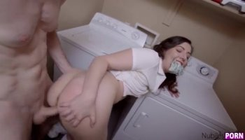 Beauty creampied after sex
